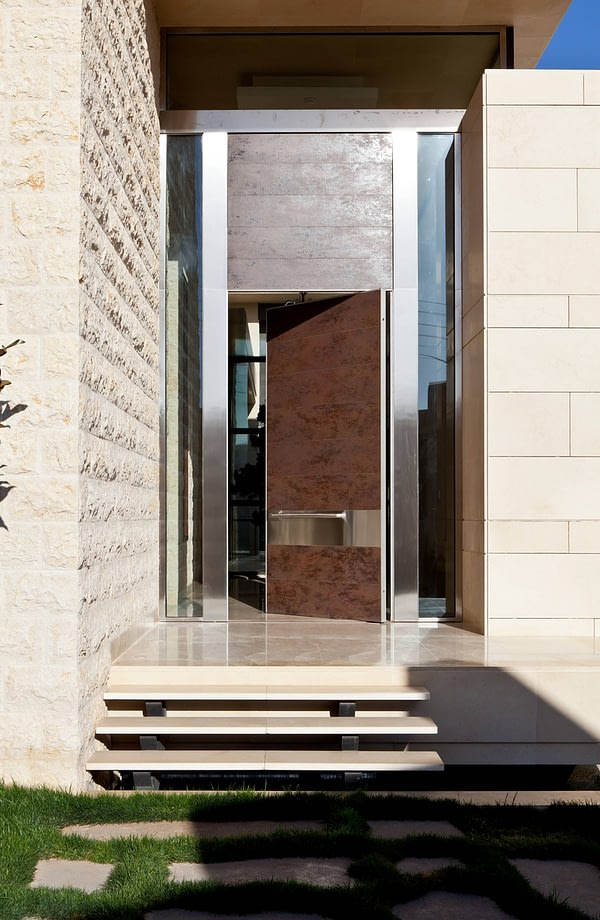 Бронированная дверь Synua