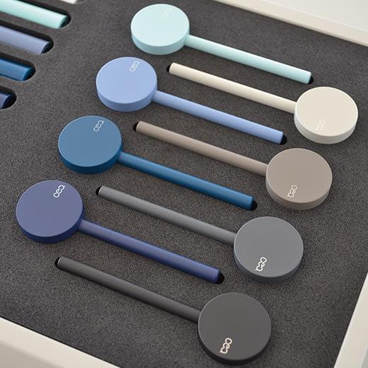 Настенный смеситель с краном и цветной ручкой. Длина макс. 215 мм GAS06