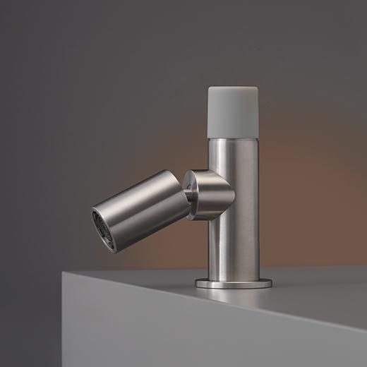 Настольный гидропрогрессивный смеситель с цветной ручкой Technogel и настраиваемым краном UDT01